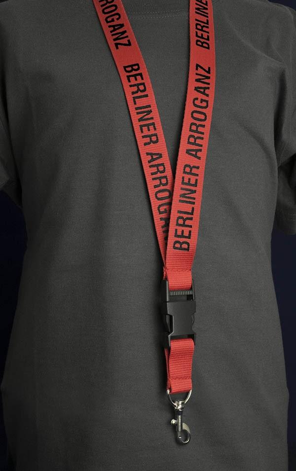 Berliner Arroganz Schlüsselband rot schwarz